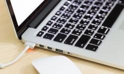 Notebook-conectado-carregador